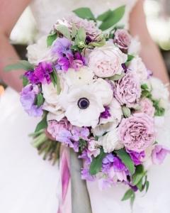 fialova svadobná kytica